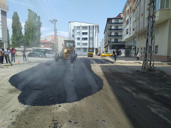 2020/07/1594105065_kars-belediyesi-asfalt-ve-yama-calismalarina-yogunlasti-(10).jpg