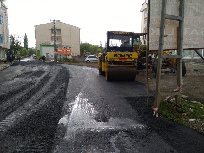 2020/07/1594105065_kars-belediyesi-asfalt-ve-yama-calismalarina-yogunlasti-(4).jpg