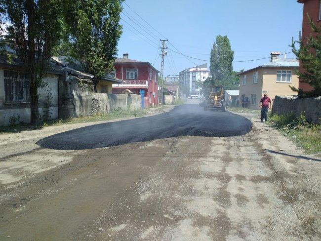 2020/07/1594105065_kars-belediyesi-asfalt-ve-yama-calismalarina-yogunlasti-(5).jpg