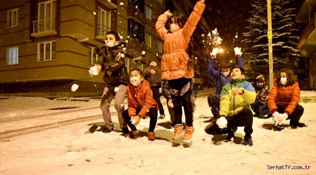 """Sarıkamışlı çocukların """"kar"""" mutluluğu"""