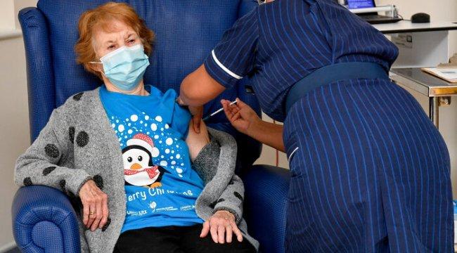 İngiltere'de ilk aşıyı yaptıran kadın konuştu: Harika hissediyorum