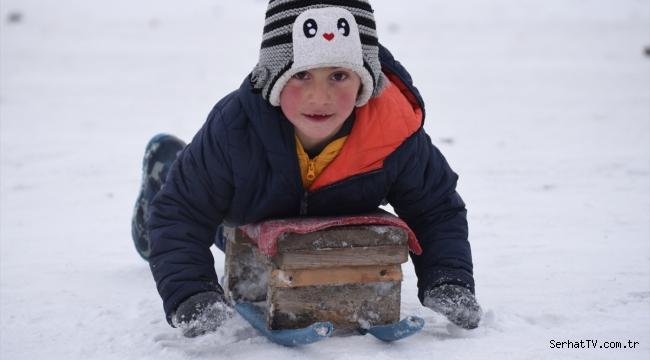 Kars'ta çocukların kızak keyfi