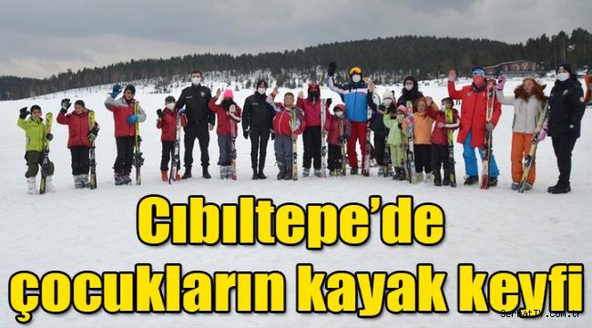 Cıbıltepe Kayak Merkezi'ne gelen çocukların kayak keyfi