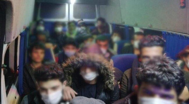 Eskişehir'de 4 araçta 63 düzensiz göçmen yakalandı