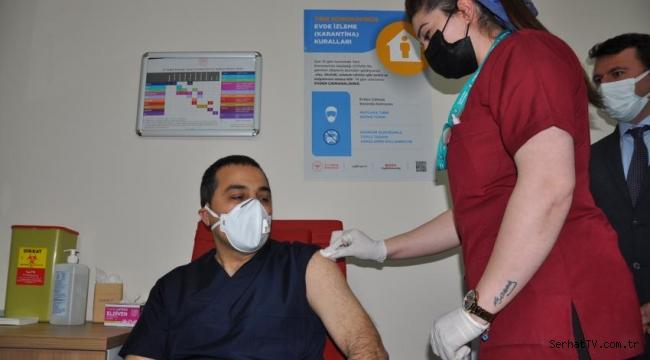 Vali Öksüz korona aşısı yaptırdı