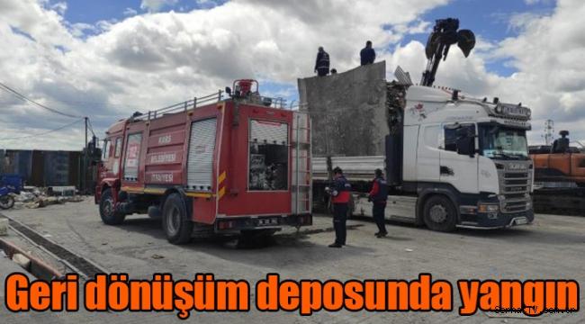 Kars'ta geri dönüşüm deposunda yangın