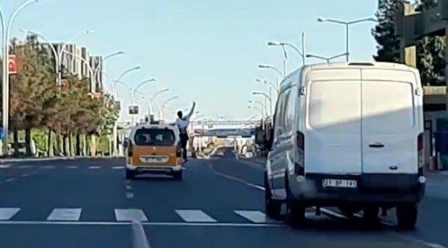 Diyarbakır'da Taksiyle tehlikeli yolculuk kamerada