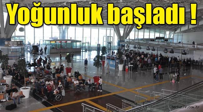 Harakani Havalimanı'nda bayram yoğunluğu!