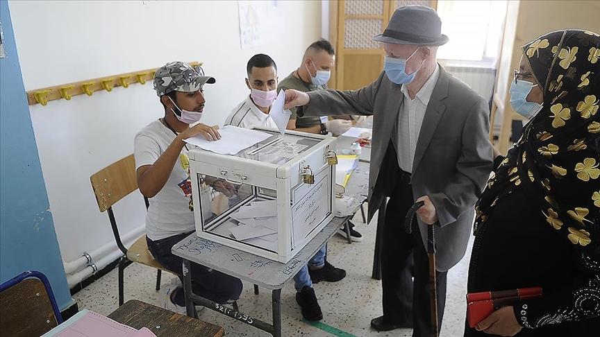 Cezayir'deki seçimde 24 milyondan aşkın mukayyet seçmenden yüzdelik 30,2'si oy kullandı