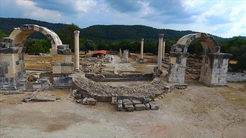 Gladyatörler kentinin site kapısı seneler sonradan baştan ayağa kaldırıldı